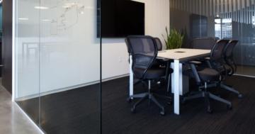 Bürostuhl mit Netzrücken
